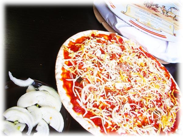 Echar la Cebolla en la Pizza