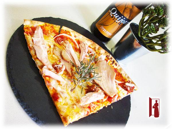 Pizza Manchega de Pisto, Lomo y Perdiz en Torta Cenceña